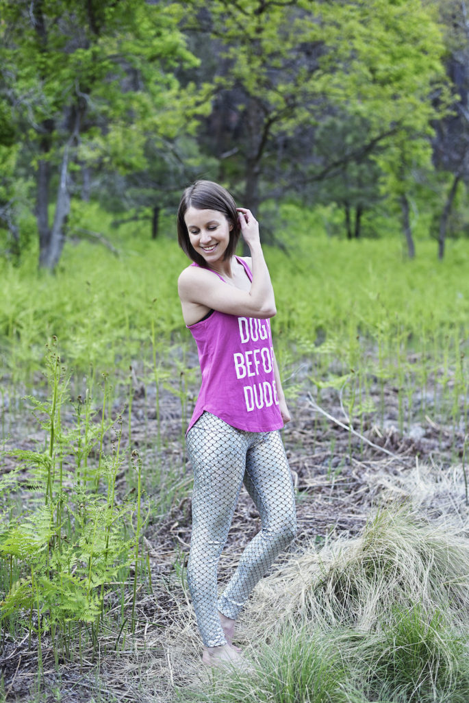 Cute yoga outfit: pink tank and silver leggings