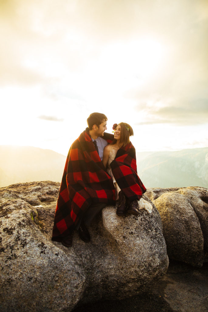 Yosemite elopement | Fall wedding blanket ideas | Carl Zoch Photography