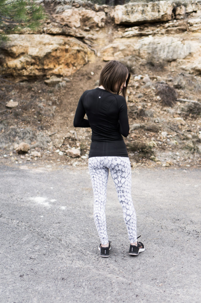Cute gym outfit: Lululemon swiftly long sleeve + Varley snake print union tights